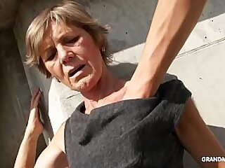 Hot blonde tattooed old cougar gives the best blowjobs