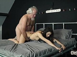 Grandpa fucks a beautiful y. pussy and gives her oral creampie